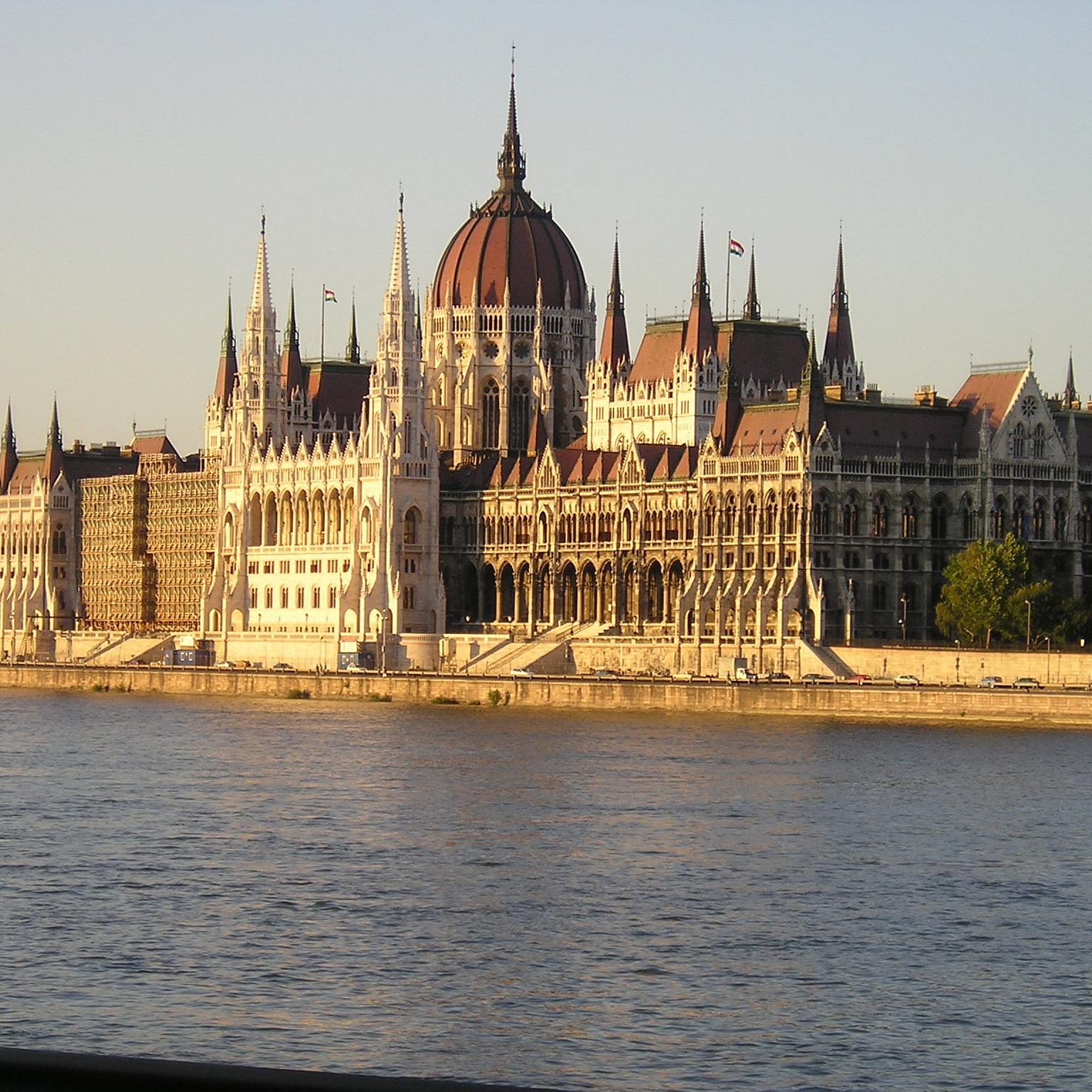 Megszavazta a Parlament az új színháztörvényt